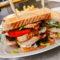 200g Club sandwich se smaženými hranolky a salátkem coleslaw